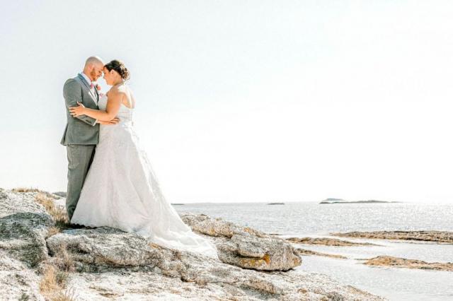 wedding photo on ocean
